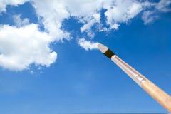 Nuvens da pintura com um pincel Fotografia de Stock Royalty Free
