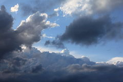 Nuvens da tarde Imagem de Stock