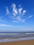 Nuvens dadas forma palma sobre o Mar do Norte Foto de Stock Royalty Free
