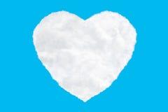 nuvens dadas forma um coração no azul Imagens de Stock
