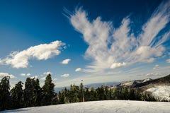 Nuvens das montanhas imagem de stock royalty free