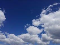 Nuvens de cúmulo fotos de stock