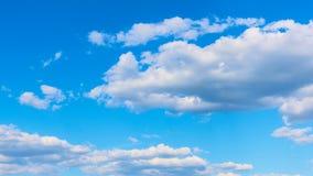 Nuvens de cúmulo brancas rápidas filme