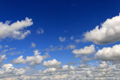Nuvens de cúmulo raras Fotografia de Stock Royalty Free