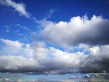 Nuvens de chuva da mola imagens de stock royalty free