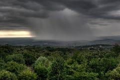 Nuvens de chuva de Hdr sobre a cidade - Iasi - Romania fotografia de stock