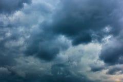 Nuvens de chuva pesada imagem de stock