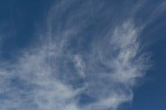 Nuvens de cirro de dissolução Imagem de Stock