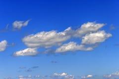 Nuvens de cumulus brancas n Fotografia de Stock Royalty Free