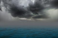 Nuvens de Stomy imagem de stock