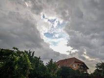 Nuvens de tempestade fotografia de stock royalty free