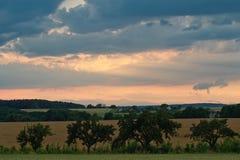 Nuvens de tempestade bonitas sobre a terra Foto de Stock Royalty Free