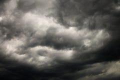 Nuvens de tempestade escuras. foto de stock royalty free