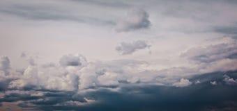 Nuvens de tempestade escuras Imagens de Stock
