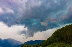Nuvens de tempestade escuras antes da chuva Imagens de Stock Royalty Free