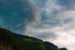 Nuvens de tempestade escuras antes da chuva Foto de Stock