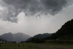 Nuvens de tempestade escuras antes da chuva Foto de Stock Royalty Free