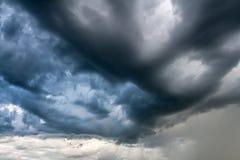 Nuvens de tempestade estranhas Fotos de Stock