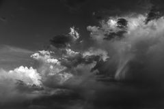 Nuvens de tempestade preto e branco Foto de Stock Royalty Free