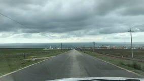 Nuvens de tempestade sobre as estradas e as construções humanas imagem de stock royalty free