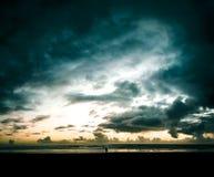 Nuvens de tempestade sobre a decepção do cabo fotos de stock