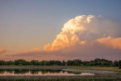 Nuvens de tempestade sobre o lago Imagem de Stock Royalty Free