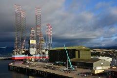 Nuvens de tempestade sobre o porto de Invergordon Escócia fotos de stock royalty free