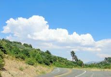 Nuvens de Thunderhead sobre a montanha fotografia de stock