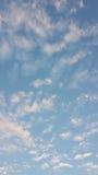 Nuvens dispersadas Fotos de Stock Royalty Free