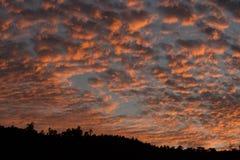 Nuvens do algodão sobre Caracas imagem de stock