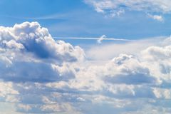 Nuvens do azul da fuga do céu Imagem de Stock