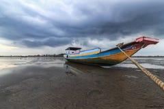 Nuvens do barco Imagens de Stock Royalty Free
