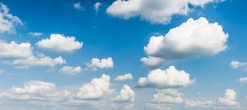 Nuvens do céu azul Fotografia de Stock Royalty Free