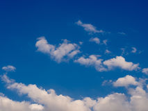 Nuvens do céu azul Imagens de Stock
