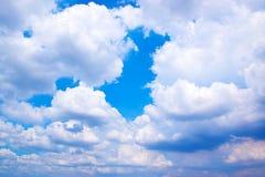 Nuvens do céu azul e do branco 171018 0176 Fotografia de Stock