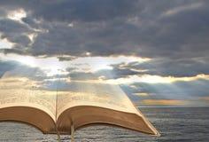 Nuvens do céu da Bíblia imagem de stock