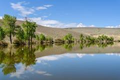 Nuvens do céu das montanhas da reflexão do lago Foto de Stock Royalty Free