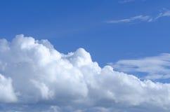 Nuvens do céu e do wite Imagens de Stock