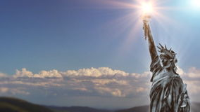 Nuvens do lapso da estátua da liberdade e de tempo ilustração do vetor