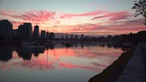 Nuvens do nascer do sol de False Creek, 4K UHD vídeos de arquivo