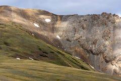 Nuvens do pico da neve da montanha Imagens de Stock Royalty Free