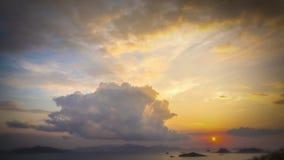 Nuvens do por do sol video estoque