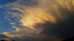 Nuvens do temporal com por do sol foto de stock royalty free