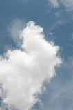 Nuvens dos azul-céu e do branco Imagem de Stock Royalty Free