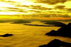 Nuvens douradas fotografia de stock