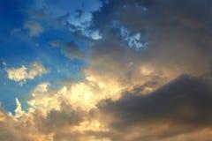 Nuvens douradas imagem de stock