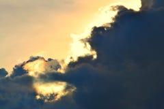 Nuvens dramáticas e céu brilhante foto de stock royalty free