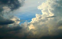 Nuvens dramáticas no céu Fotografia de Stock