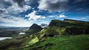 Nuvens dramáticas sobre Quairaing na ilha de Skye video estoque