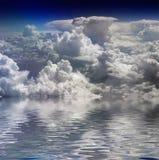 Nuvens e água Foto de Stock